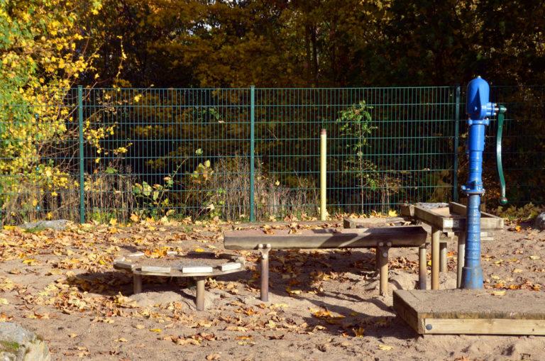 Wasserpumpe Spielplatz an der Aar Flacht